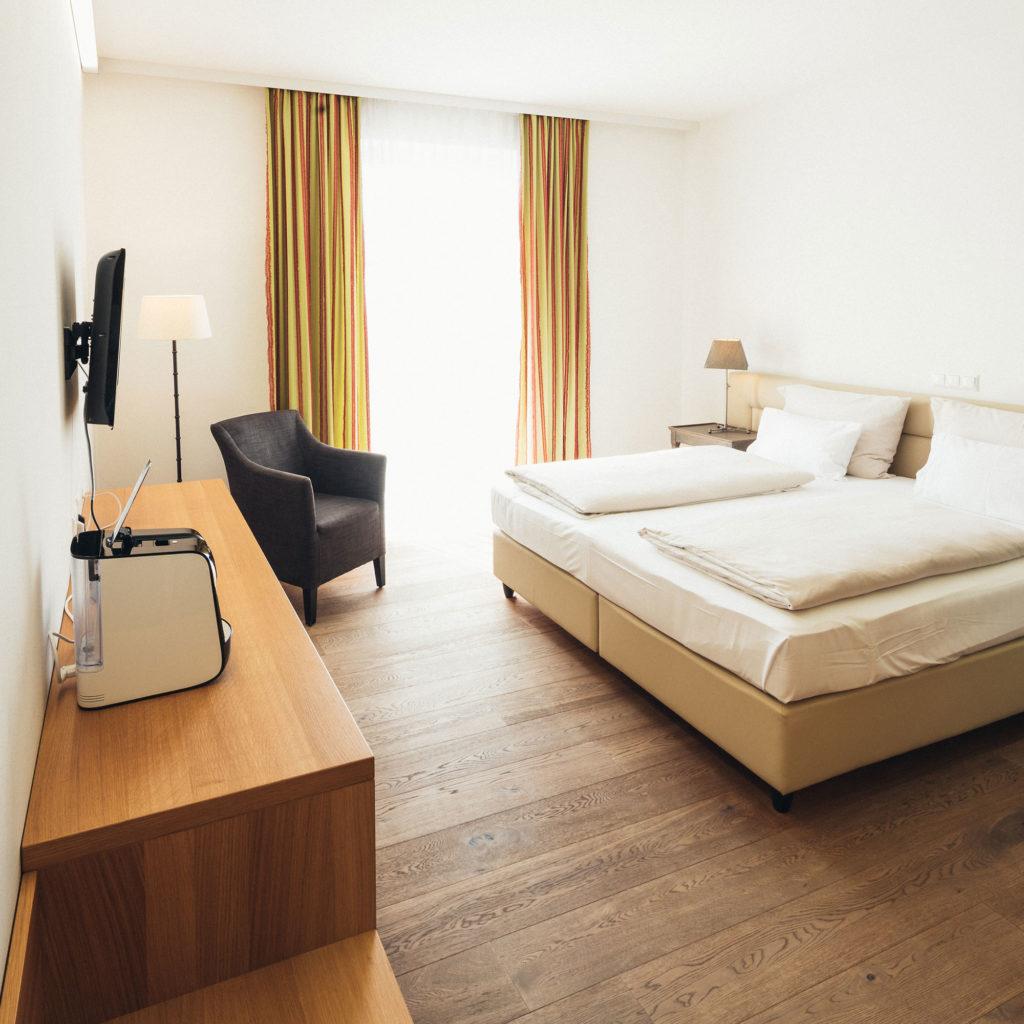 HOTEL_Zimmer_002_2000x2000